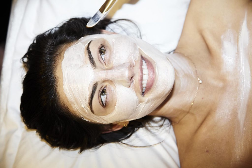 Phoebe Tonkin Wearing A Clay Facemask